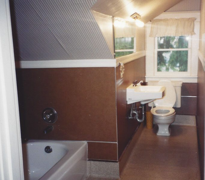 bungalow bath before expansion