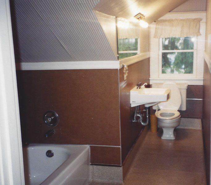 bungalow bath before expansion