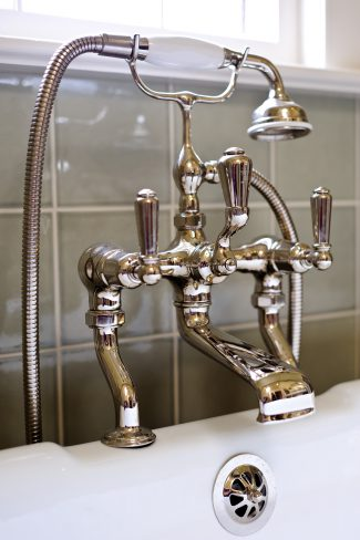 English fittings in polished nickel